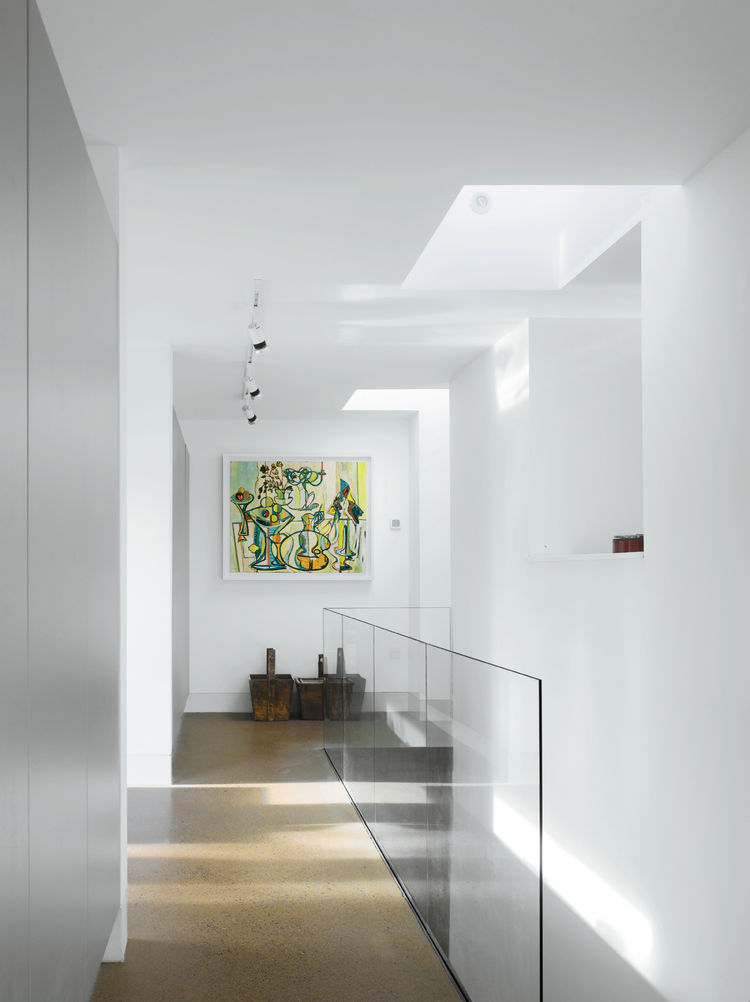 Hallway with double-glazed glass wall