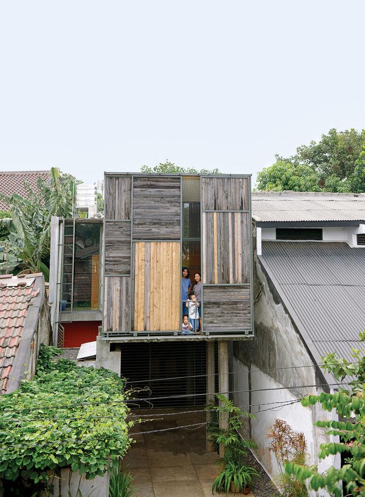 wisnu residence exterior facade portrait