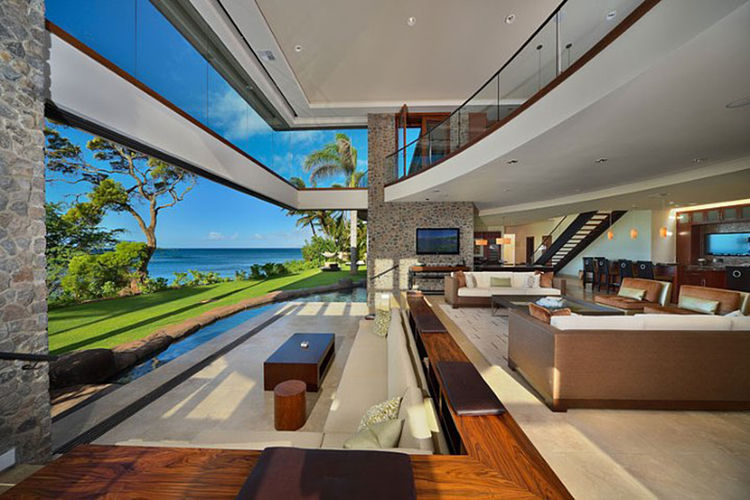 Tropical home in Maui with a view