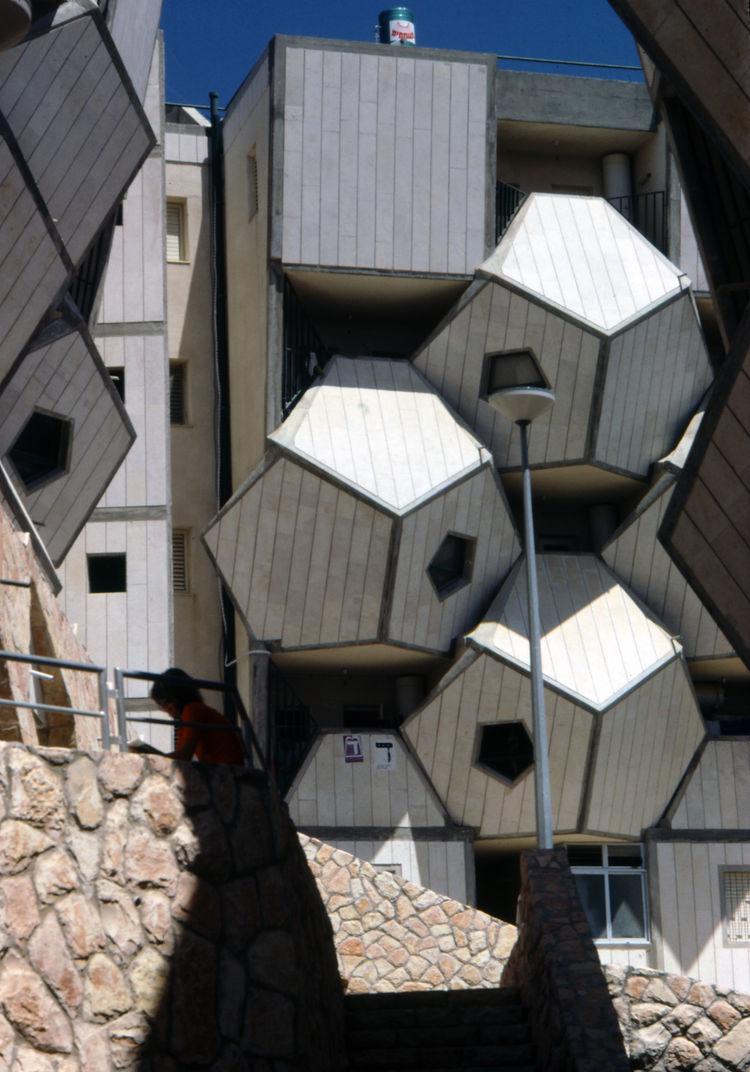 zvi hecker geometric structure exterior