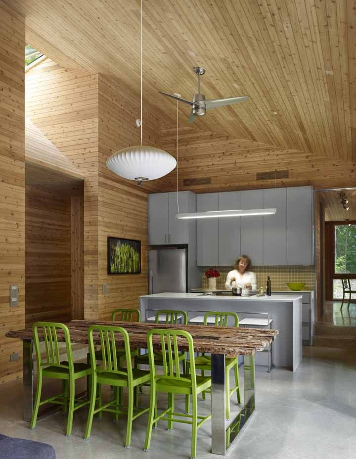 superkul energy efficient green log cabin Canada cedar wood cladding