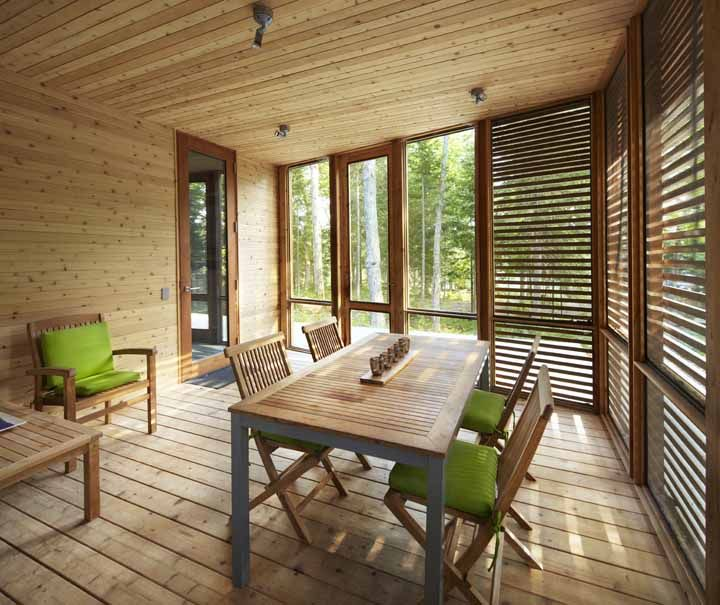 Horizontal wood slats enclosed porch log cabin superkul cabin Canada