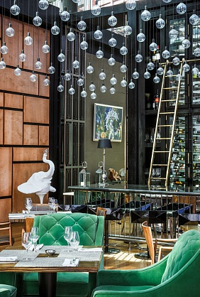 glass, lightbulbs. restaurant, mirrors, russia