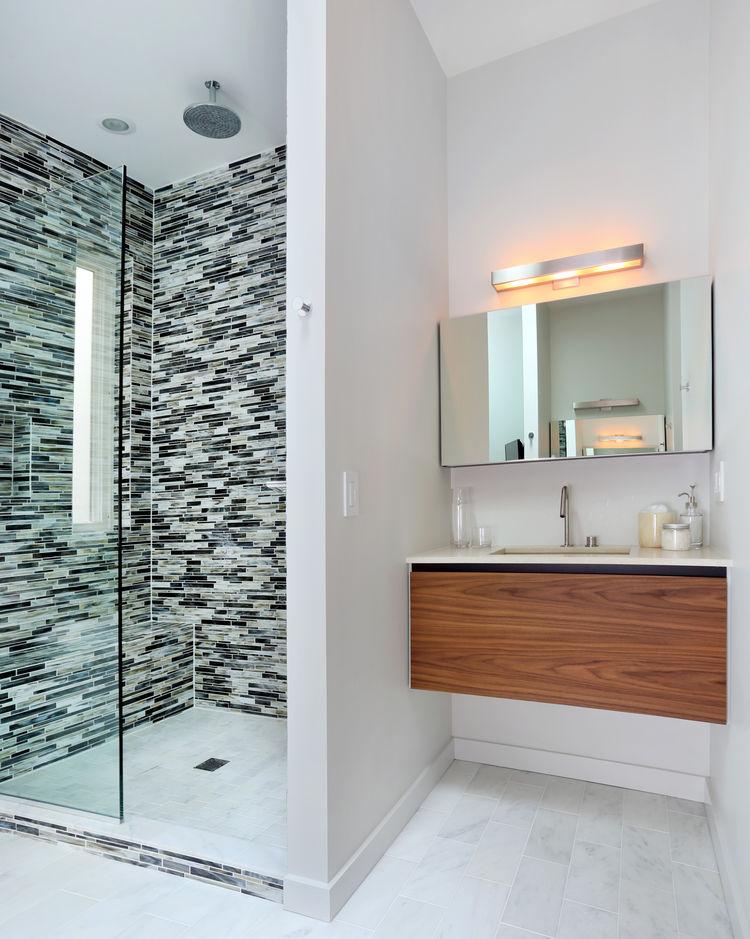george residence interior master bathroom