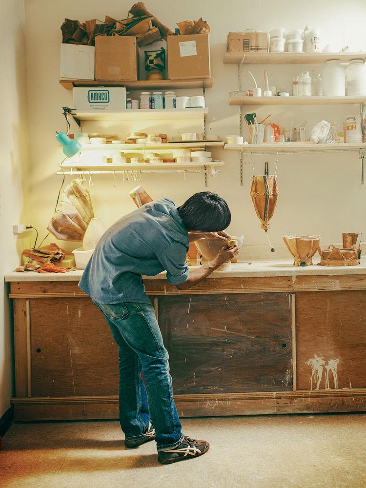 Souda collective Tanka working at ceramic station