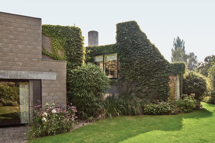 Vandemoortele Residence exterior garden