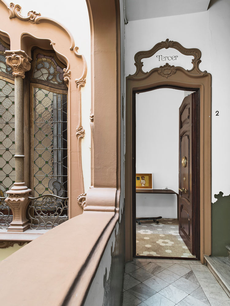 hallway, Spanish, mirror, door