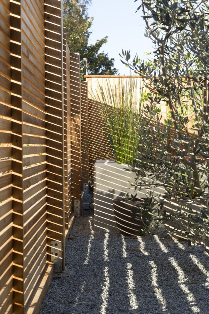 the fencing surrounding the frontyard of a rnovated Eichler home in California