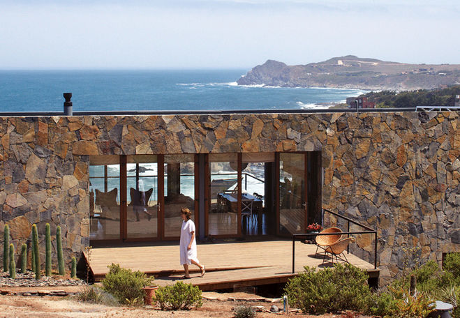 the thermal mass wall of a seaside home in Chile