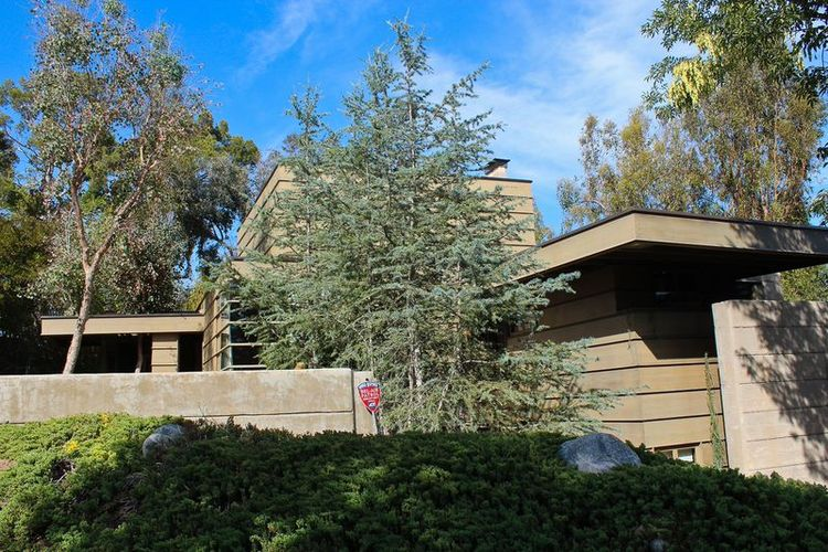 How House by Rudolph Schindler is an architecture gem on a Los Angeles MAK Center home tour