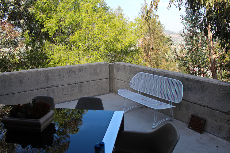 How House by Rudolph Schindler is an architecture gem on a Los Angeles home tour