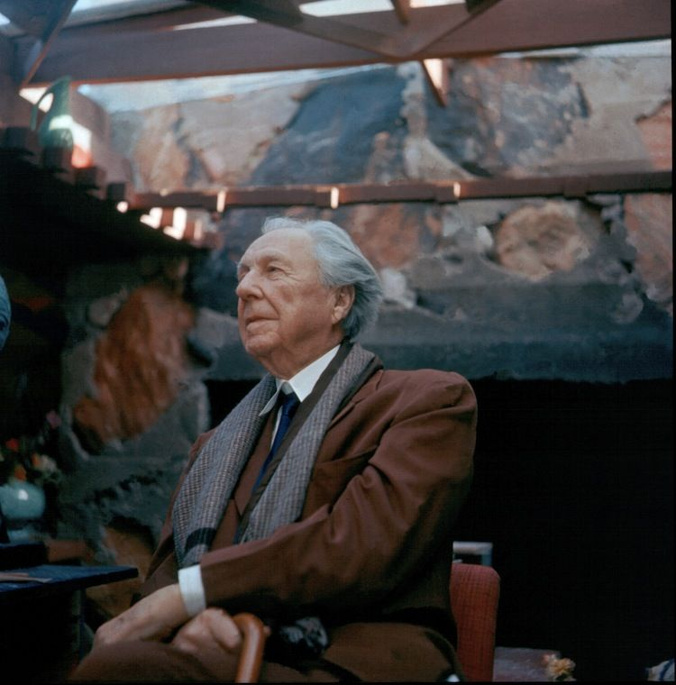 rank Lloyd Wright at his office in Taliesen West (1955)