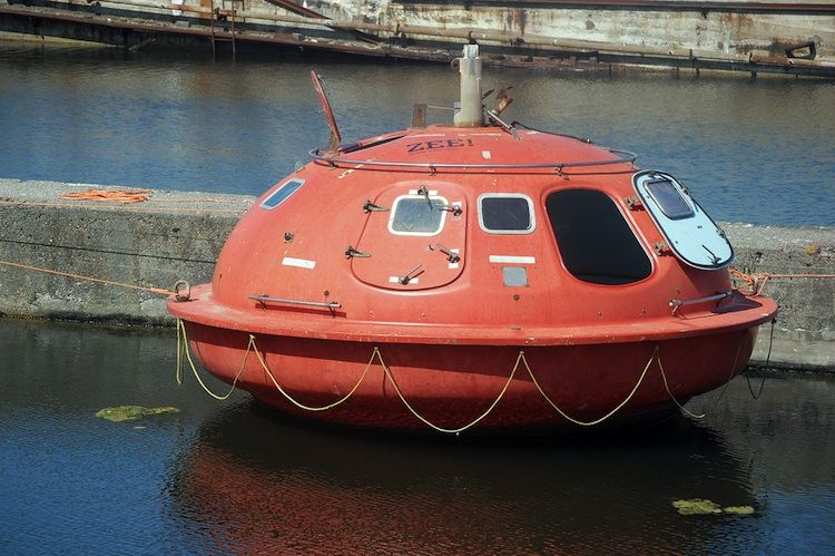 Floating capsule hotel at the Hague