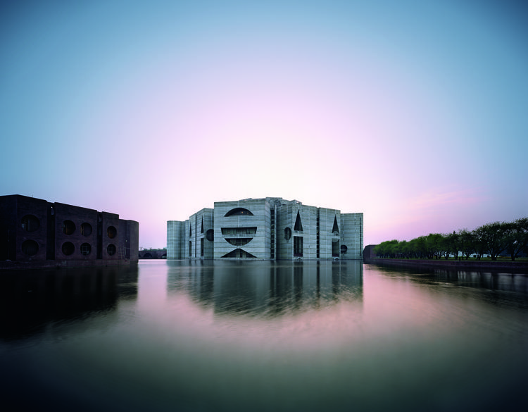 Eight concrete modules surrounded by an artificial lake