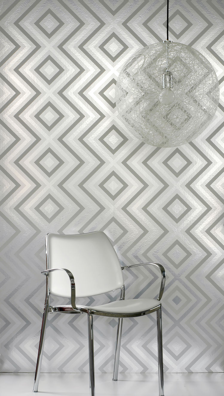Metallic silver diamond shaped wallpaper