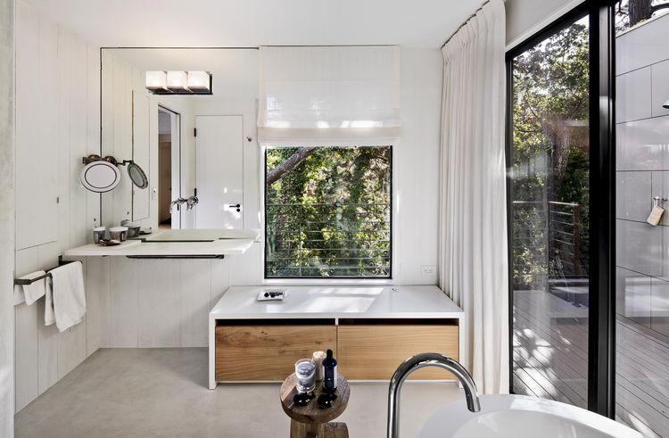 Torres Residence master bathrom