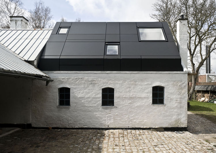 Side view of the Farum house studio.