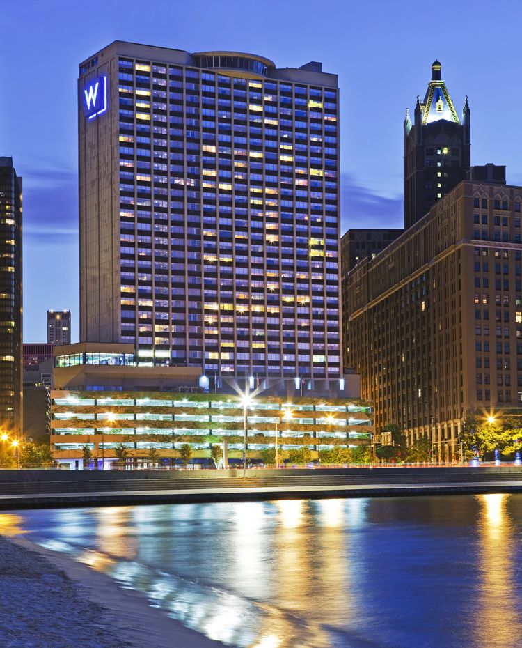 W Chicago Lakefront Hotel facade