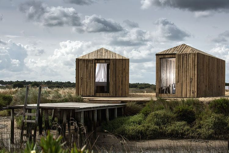 Two Rio huts by Aires Mateus