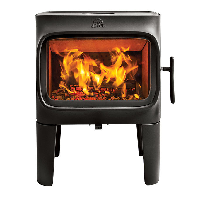 The four-legged version of the F 305 cast-iron stove by Jøtul