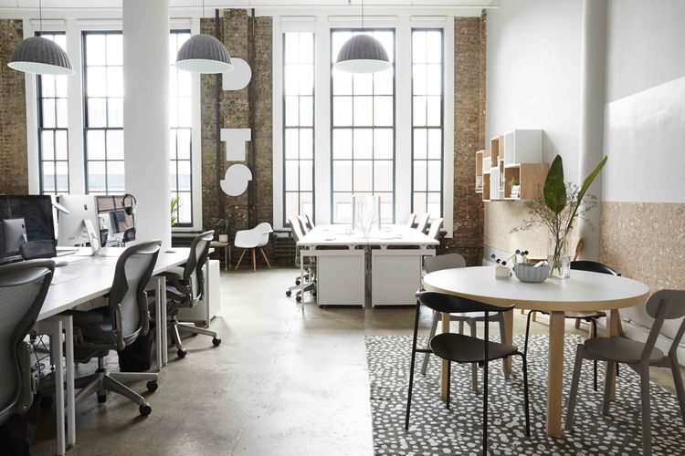 Dots office that combines American office with Scandinavian home
