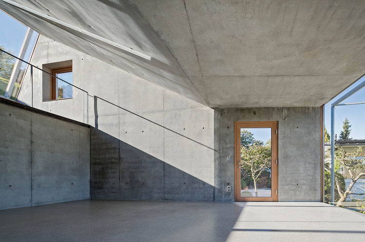 Camera Lucida artist's studio in Austria with concrete walls and skylight