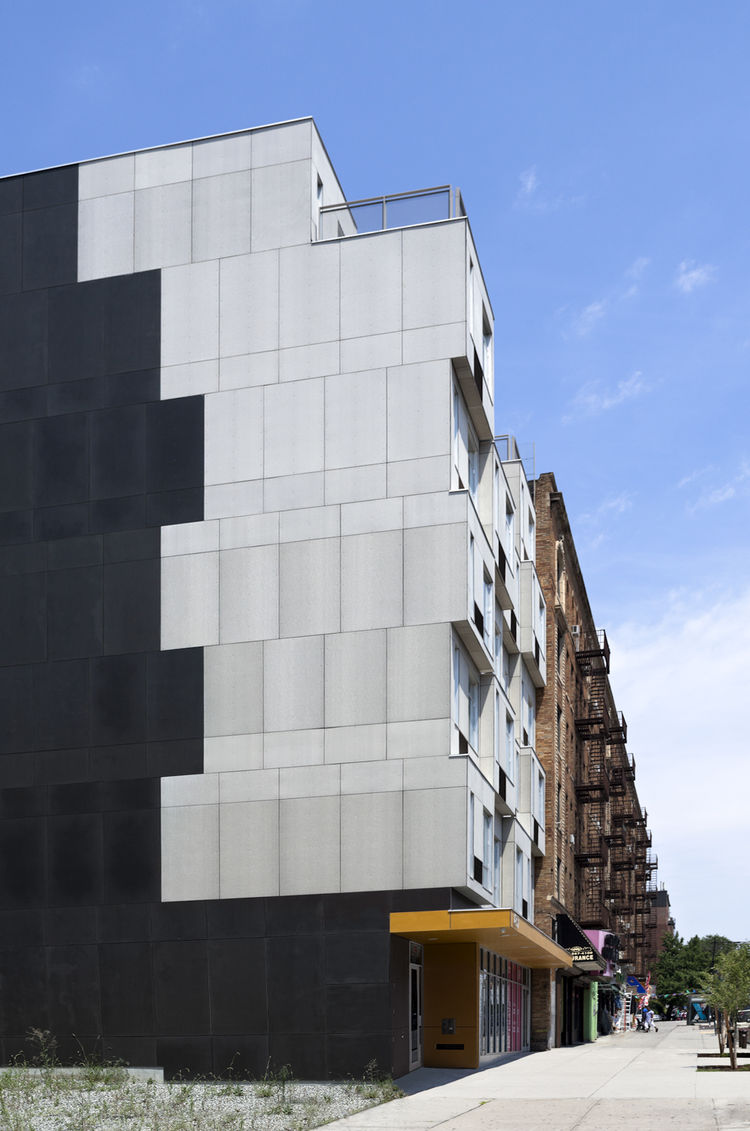 The Stack modular apartment building in Manhattan with 28 units