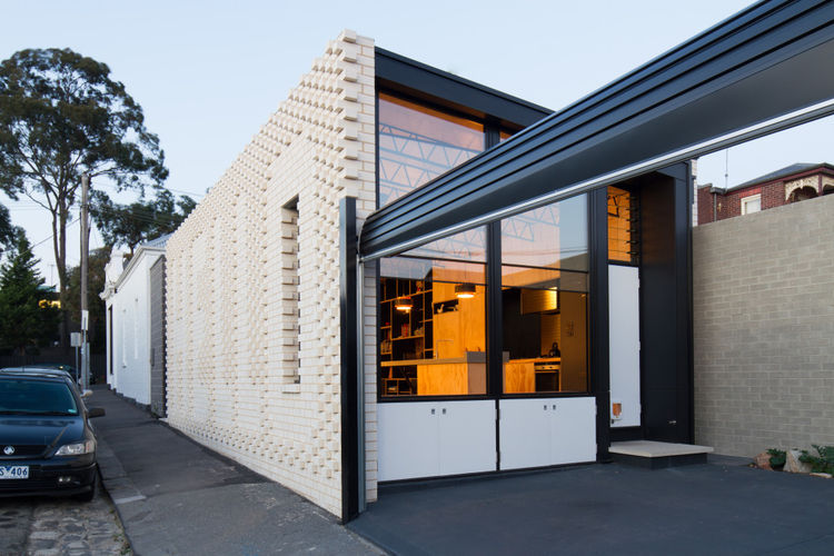 Hello house in Melbourne with patio off the street