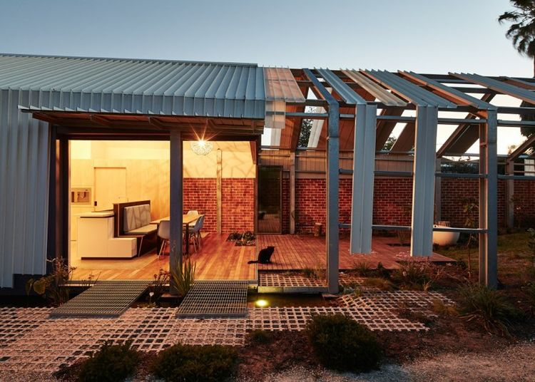 Cut Paw Paw house in Australia with glass door separating indoors and outdoors