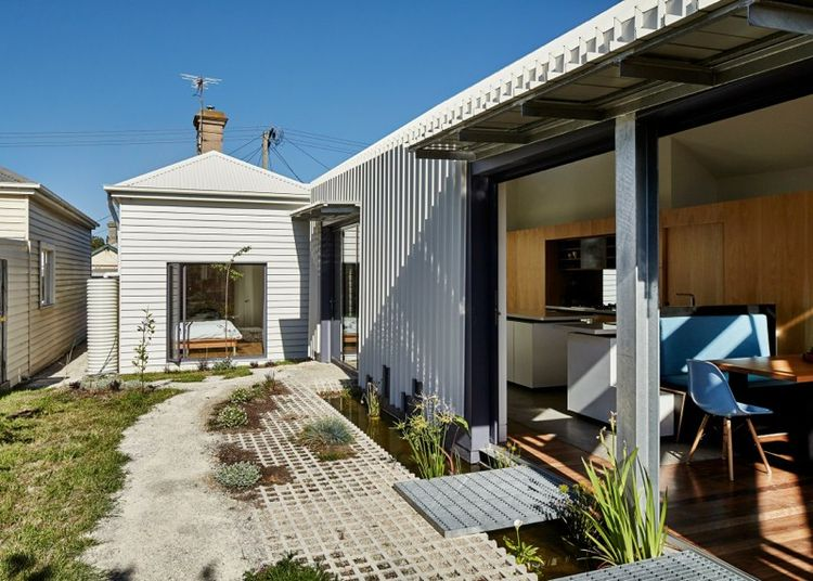 Cut Paw Paw house in Australia with pre-war bungalow
