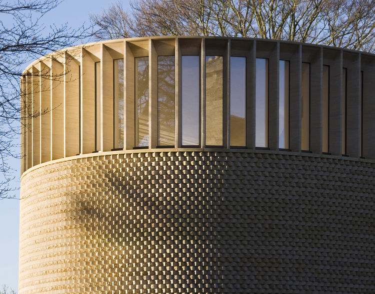 Níall McLaughlin Architects brick round chapel in Oxford.