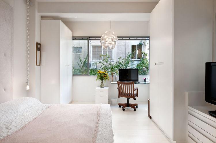 Tel Aviv bedroom and workspace