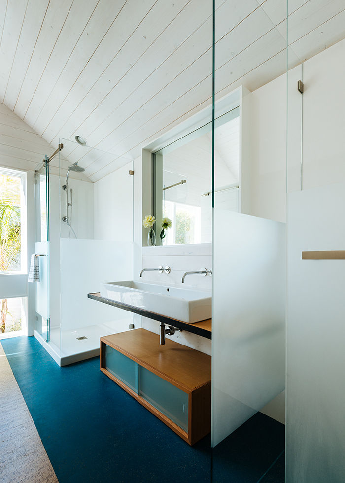 San Francisco bathroom with cork floor