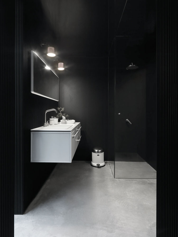 Vipp prefab Shelter black bathroom
