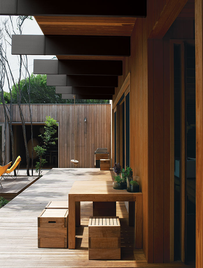 Australian tallowwood courtyard deck with mahogany exterior