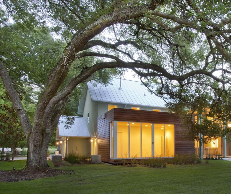 Floating Guest Room under oak tree of Highland Road house after renovation