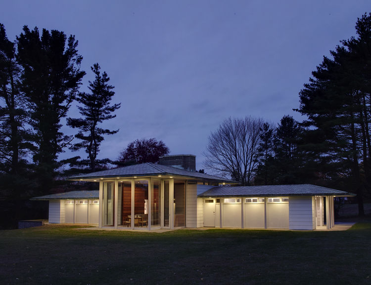 Midcentury pool house in New Canaan