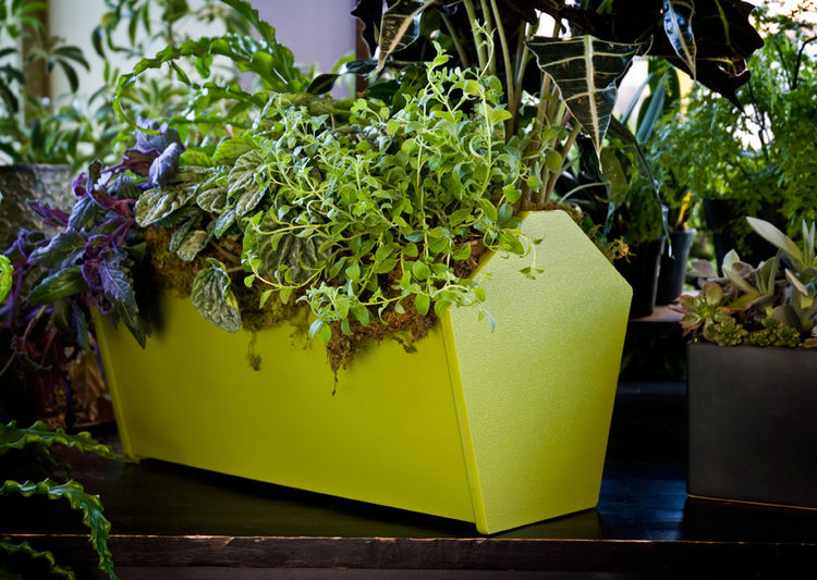 Innovative garden tote made from recycled material