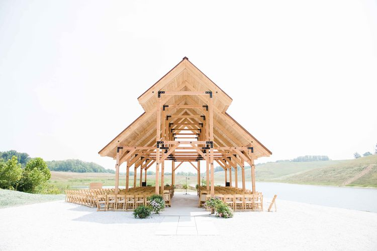 Open-air pavilion made of wood