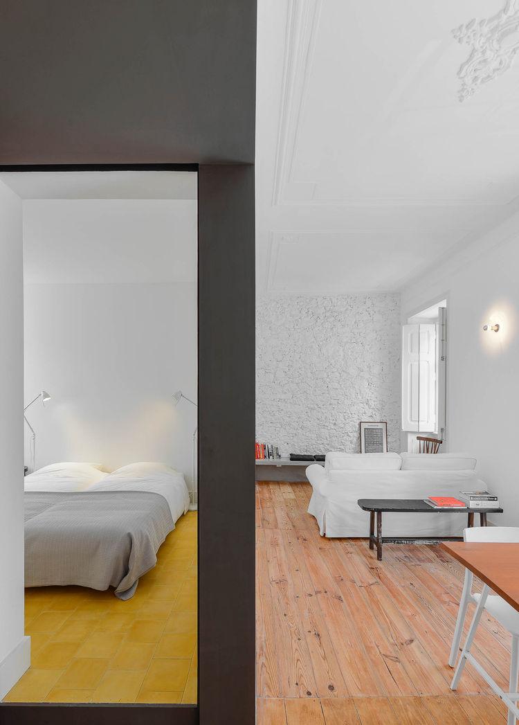 Casa Na bright bedroom module.