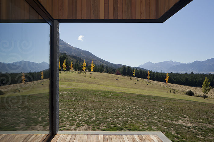 Lake Hawea Courtyard House Overhang