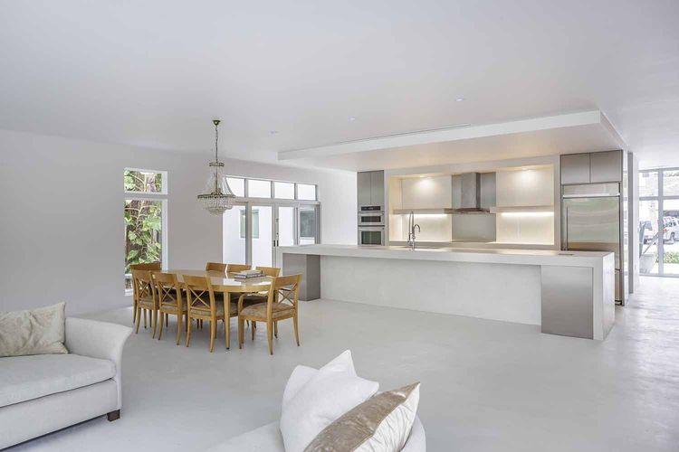 Mooring house kitchen.