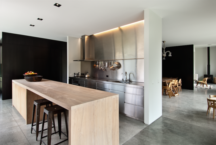 Kitchen in Casa Familia by Bergendy Cooke, New Zealand
