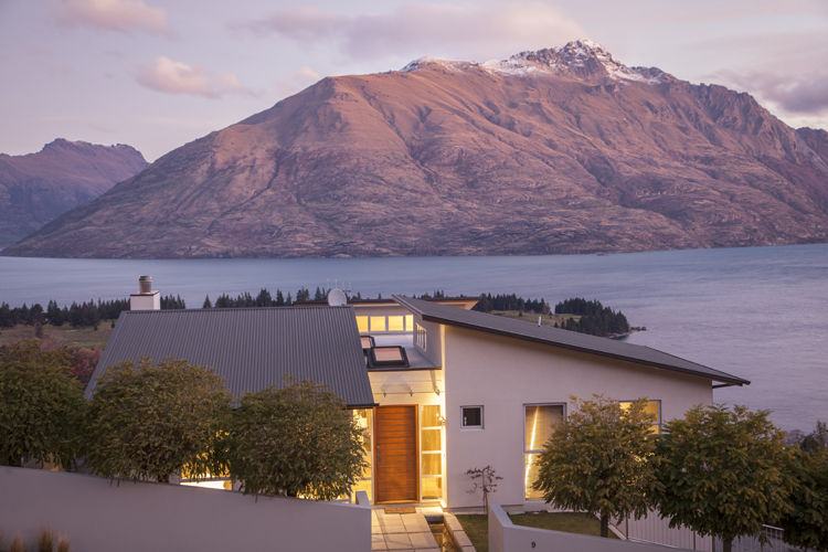 Midcentury Modern estate in Queenstown, New Zealand
