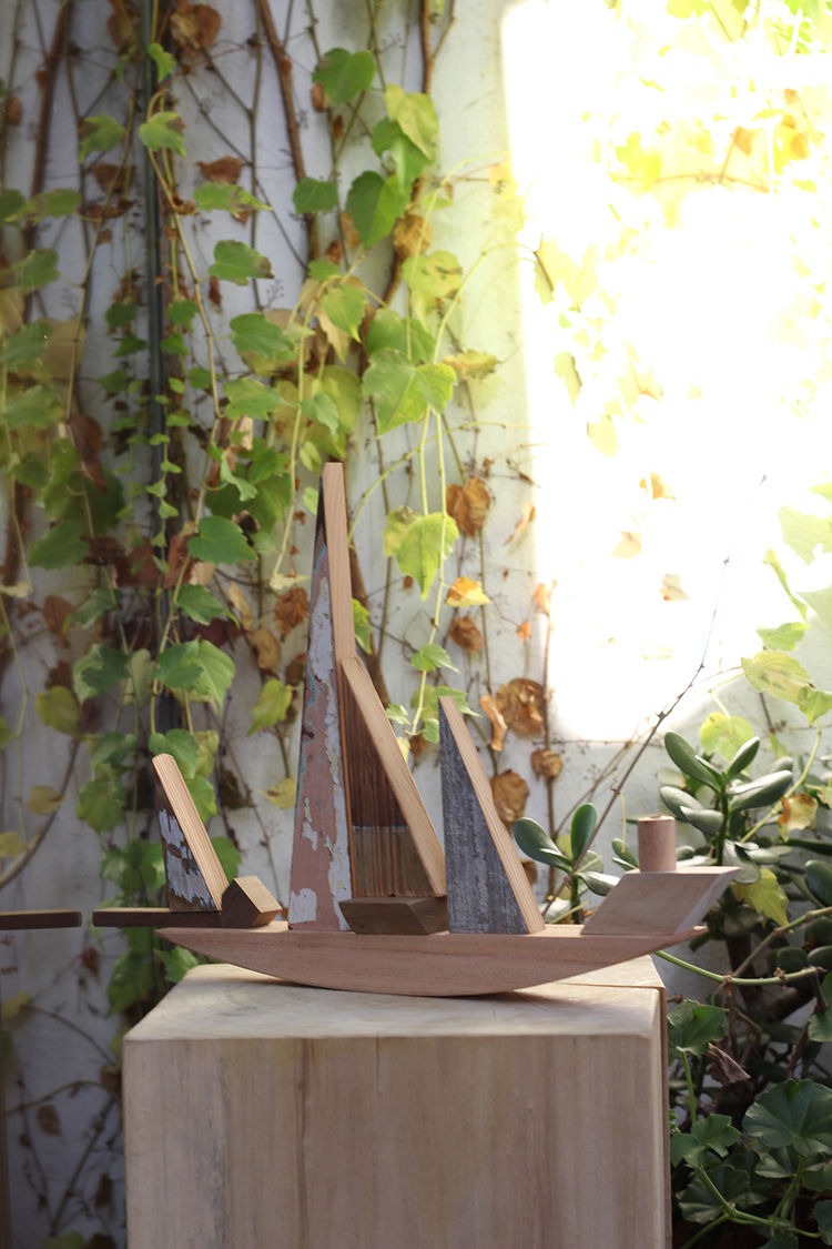 Recycled wood ship toy / decor from Sarmiento