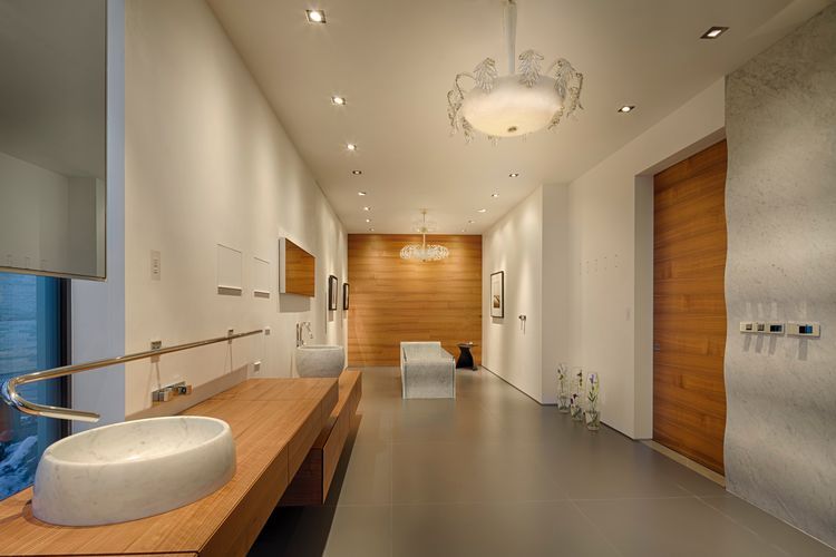 The master bath of the Paradiso home, designed by Eric Cummings in Colorado