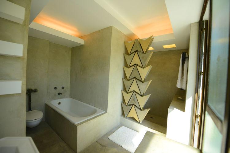 The bathroom of the Samuel-Novarro House.