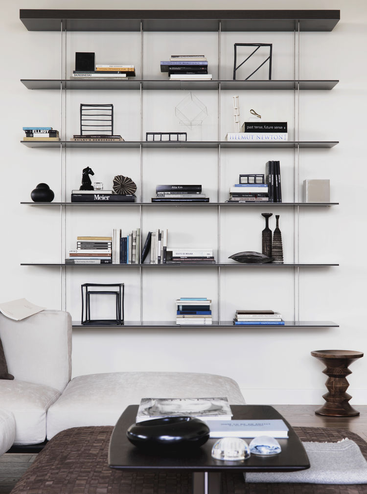 Living room with an innovative bookshelf.