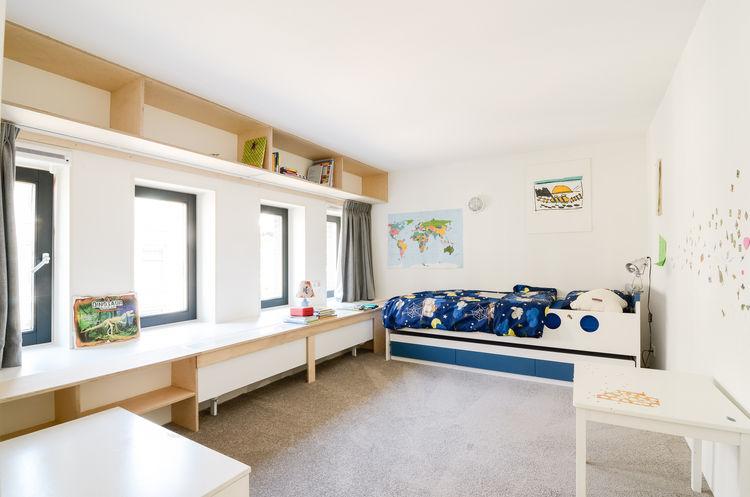 Onsdorp schoolhouse renovation kid's bedroom