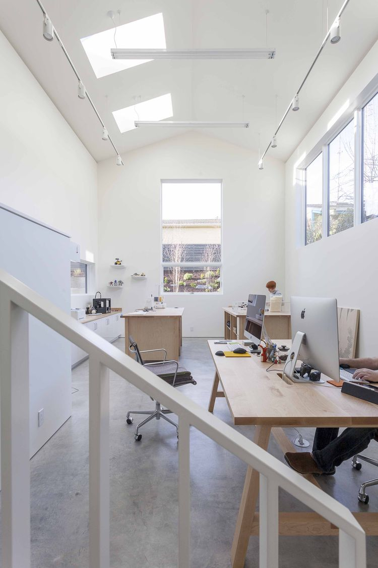Double-height artist studio in Seattle